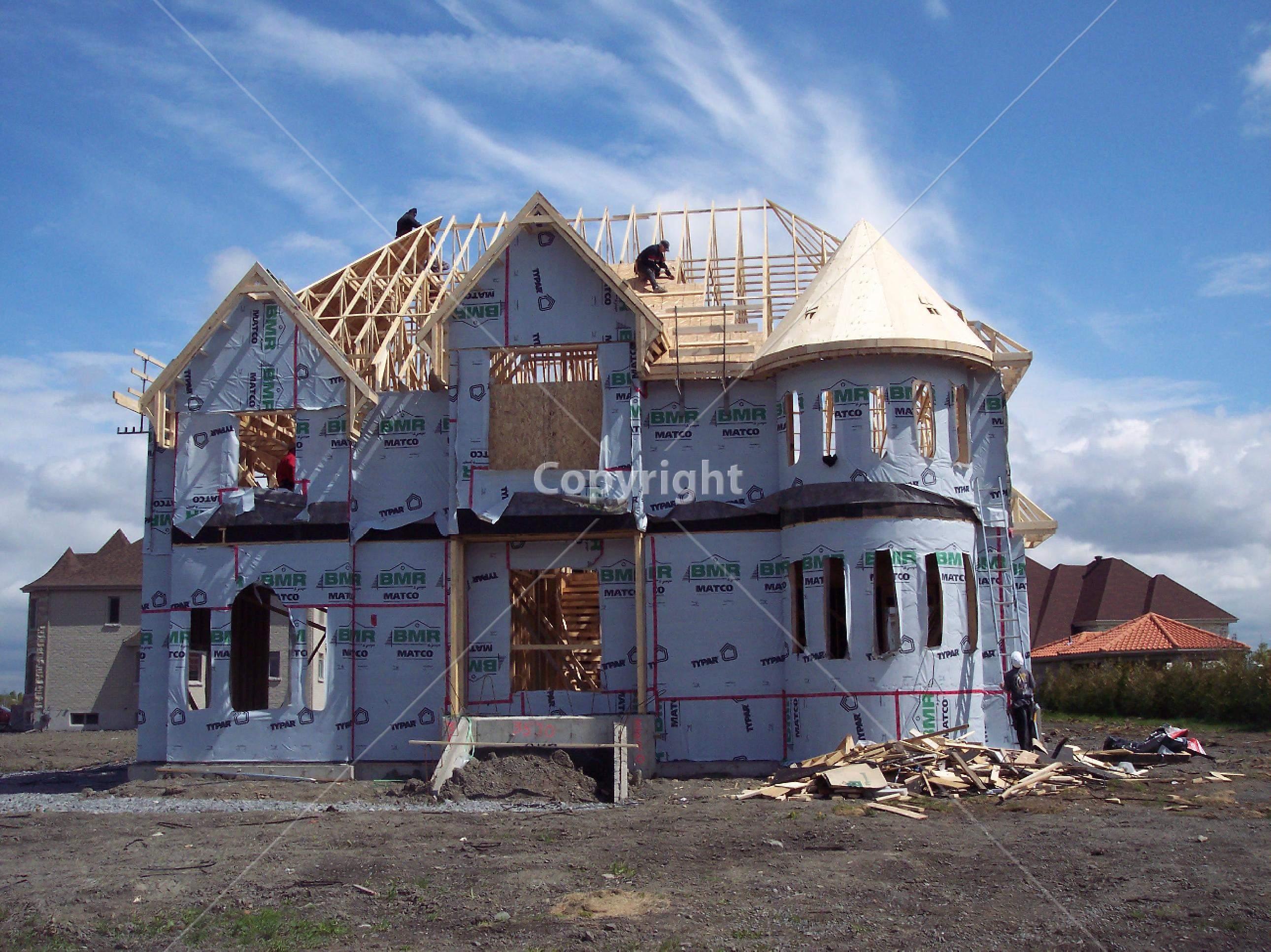 maison-en-construction-qui-necessite-une-demande-de-permis-de-construire